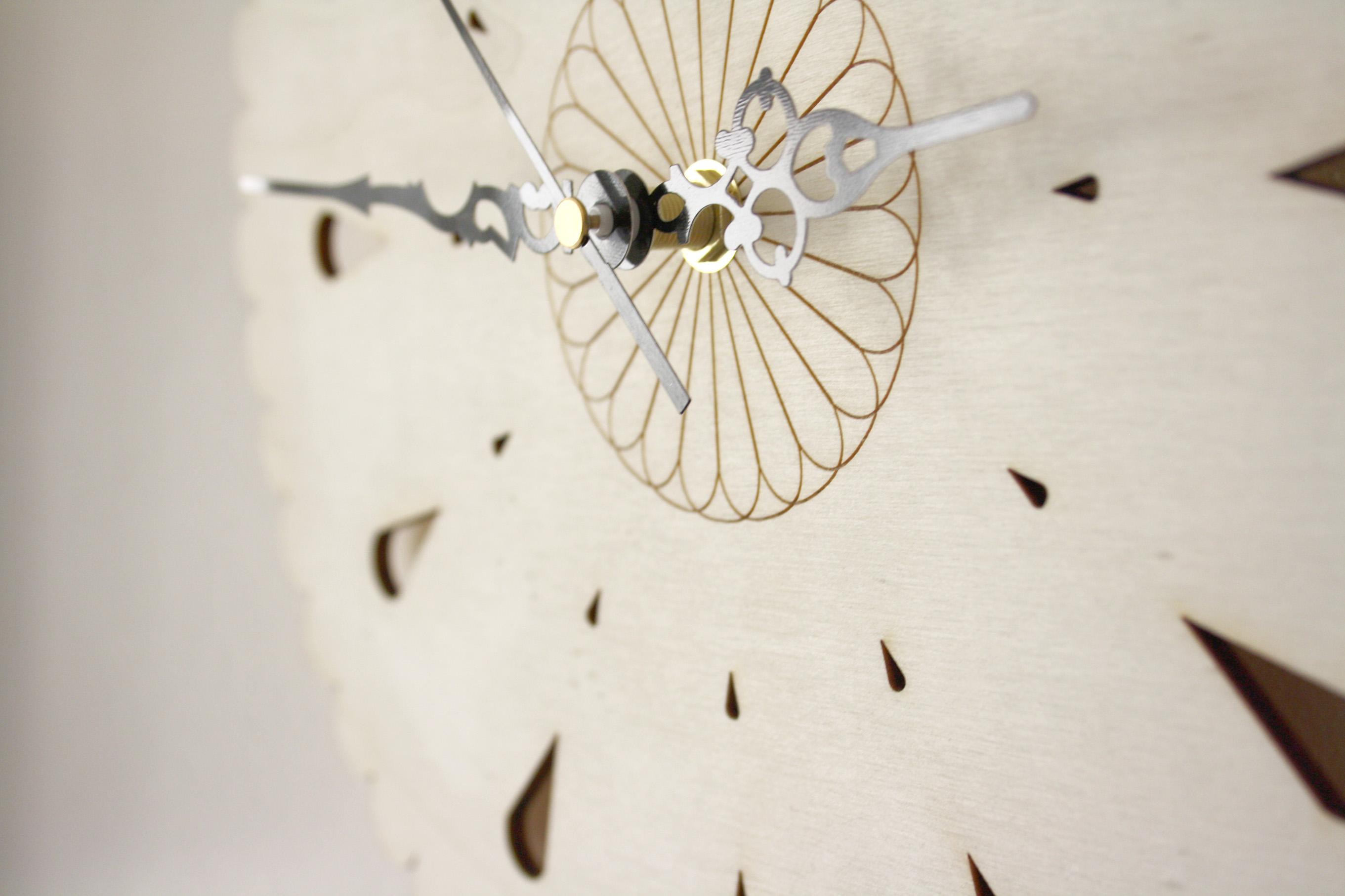 Horloge bois, pendule artisanale, décoration murale style bohème,  scandinave et naturel, fleur géométrique