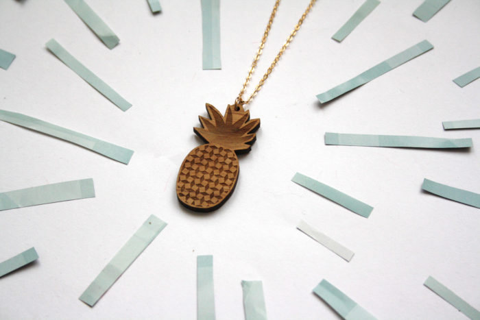 collier ananas bois