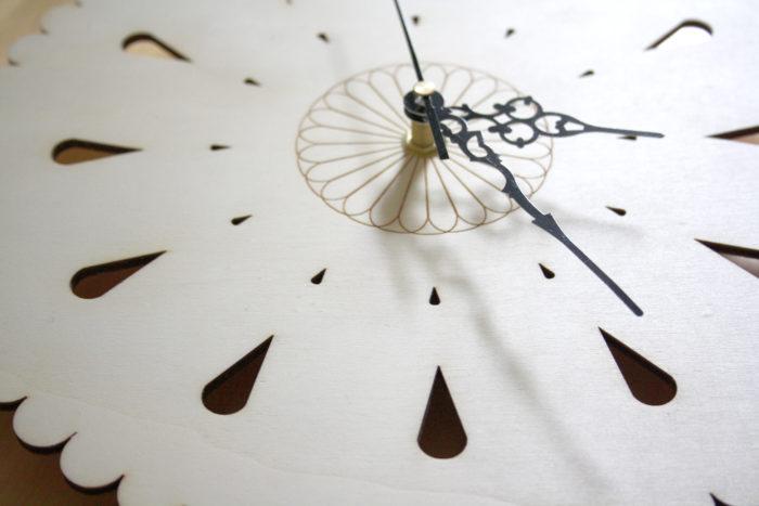 horloge bois florale