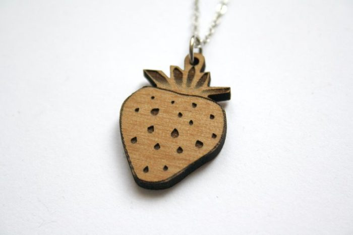 collier fraise bois