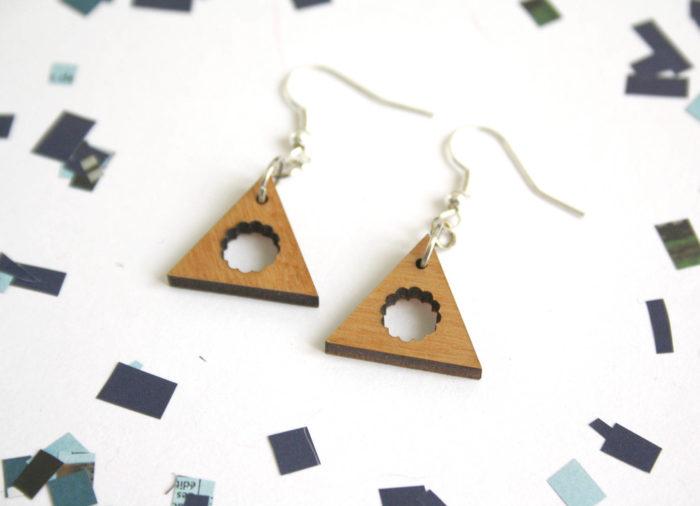 boucles d'oreilles triangles bois