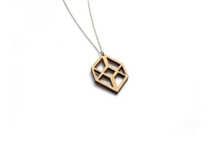 collier bois cube