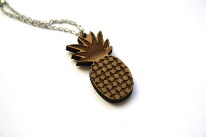 collier bois ananas